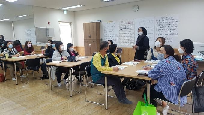 ▲ 전북혁신도시 꿈자람작은도서관 독서지도사 2급 자격과정 수업